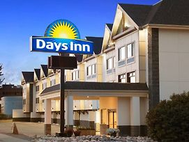 Days Inn By Wyndham Calgary Northwest photos Exterior
