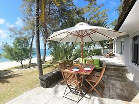 Veloutier Blanc Beachfront Villa photos Exterior