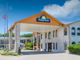 Days Inn By Wyndham San Antonio photos Exterior