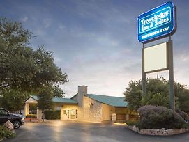 Travelodge Inn & Suites By Wyndham San Antonio Airport photos Exterior