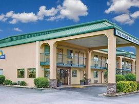 Days Inn By Wyndham Macon I-475 photos Exterior