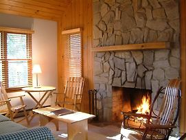 Fire Mountain Inn Cabins & Treehouses photos Room