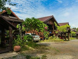 Shongthai Maimhon Homestays And Restaurant Lopburi photos Exterior