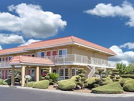 Days Inn By Wyndham Turlock photos Exterior