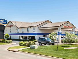 Howard Johnson By Wyndham Wichita Airport photos Exterior