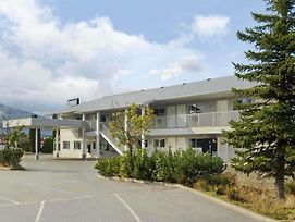 Travelodge By Wyndham Salmon Arm photos Exterior