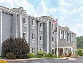 Microtel Inn & Suites By Wyndham Hazelton/Bruceton Mills photos Exterior
