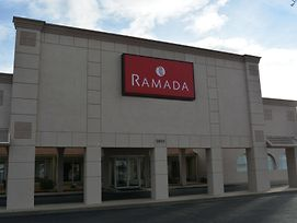 Ramada By Wyndham Wichita Airport photos Exterior