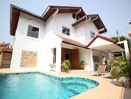 Naklua Pool Villa By Pattaya Sunny Rentals photos Exterior