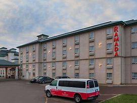 Ramada By Wyndham Red Deer Hotel And Suites photos Exterior