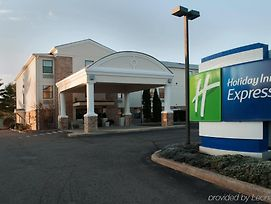 Holiday Inn Express Vernon - Manchester photos Exterior