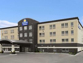 Days Inn & Suites By Wyndham Winnipeg Airport Manitoba photos Exterior