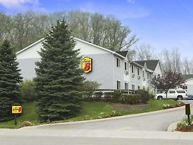 Super 8 By Wyndham Manistee photos Exterior