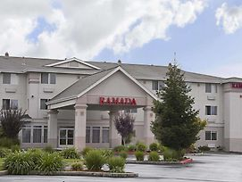 Ramada Limited Redding photos Exterior