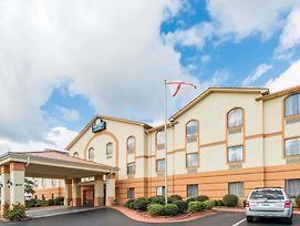 Days Inn & Suites By Wyndham Prattville-Montgomery photos Exterior