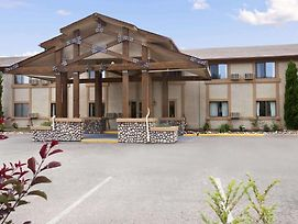 Travelodge By Wyndham Colorado Springs photos Exterior