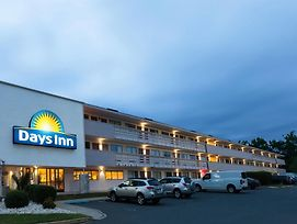Days Inn By Wyndham Monmouth Junction Princeton photos Exterior