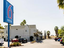 Motel 6 Bakersfield East photos Exterior
