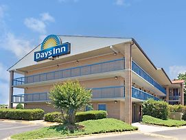 Days Inn By Wyndham Charlotte Northlake photos Exterior