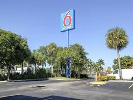Motel 6 Lantana photos Exterior