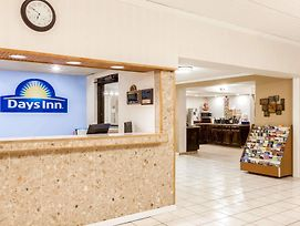 Days Inn By Wyndham Syracuse photos Exterior