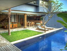 The Grove Villa Bumbak photos Exterior