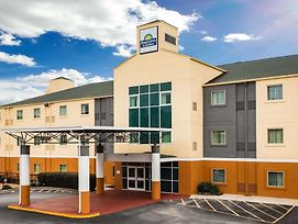 Days Inn & Suites By Wyndham Augusta Near Fort Gordon photos Exterior