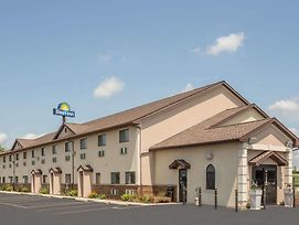 Days Inn By Wyndham Le Roy/Bloomington Southeast photos Exterior