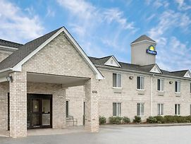 Days Inn By Wyndham Greensboro Nc photos Exterior