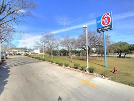 Motel 6 Kerrville photos Exterior