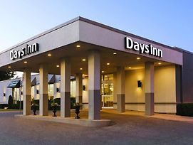 Days Inn By Wyndham London photos Exterior