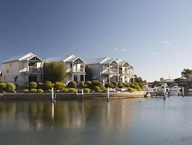 Captains Cove Waterfront Apartments Paynesville photos Exterior