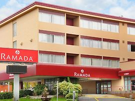 Ramada Hotel Suites Metrotown photos Exterior