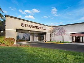 Doubletree By Hilton Hotel Lawrence photos Exterior