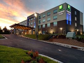 Holiday Inn Express & Suites Charlotte Ne - University Area photos Exterior