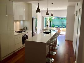 Chic Townhouse In North Adelaide photos Exterior