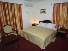 Ed Scob Suites Limited photos Room