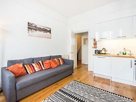 1 Bedroom Apartment Hammersmith Central London-Sk photos Exterior