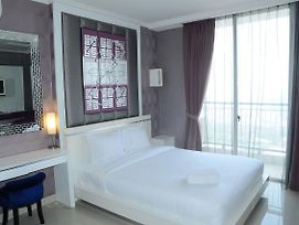 Affordable Studio Ancol Mansion Apartement By Travelio photos Exterior