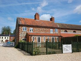 Tasteful Holiday Home In East Rudham With Garden photos Exterior