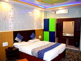 Rooms With 3 King Size Bedded & 2 Single Cart Beds In Room + Ac photos Exterior