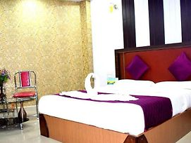 Rooms With 1 King Size Bedded + 2 Single Cart Beds + Ac photos Exterior