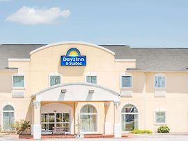 Days Inn & Suites By Wyndham Swainsboro photos Exterior