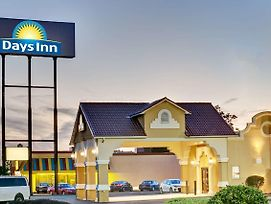 Days Inn By Wyndham Louisville Airport Fair And Expo Center photos Exterior