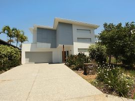 10 Pavilion Court Mudjimba Wifi Linen Included photos Exterior