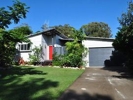 10 Double Island Drive - Modern Family Home, Centrally Located, Swimming Pool & Outdoor Area photos Exterior