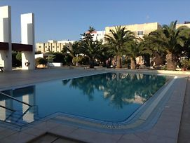 Luxury Seafront Apartment With Pool photos Exterior