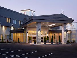 Doubletree By Hilton Montreal Airport photos Exterior