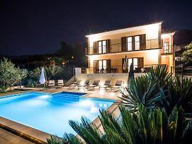 Split Villa Dalmatica For 12 On Facebook Save 18 Percent photos Exterior