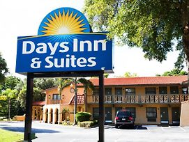 Days Inn & Suites By Wyndham Altamonte Springs photos Exterior